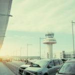 Jak działają parkingi przy lotnisku?